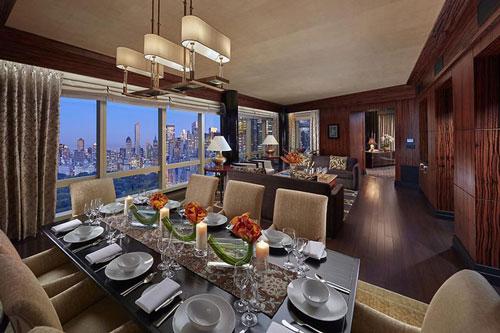Mandarin Oriental New York là một trong những tòa nhà chọc trời nằm ở phía nam của Central Park. Tại đây, bạn có thể đặt phòng tổng thống với giá 39.000 USD một đêm. Nội thất trong căn phòng này sẽ làm bạn bất ngờ. Ảnh: Mandarin Oriental, New York.