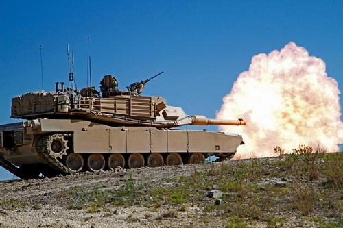 Xe tăng chiến đấu chủ lực M1 Abrams của Mỹ bắn đạn thật. Ảnh: National Interest.