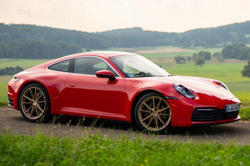 2. Porsche 911 Carrera 2020.