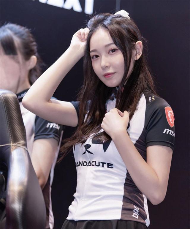 Cận cảnh nhan sắc những hot girl thiên thần mới của làng game thế giới, chẳng những xinh mà kỹ năng còn cực kỳ pro - Ảnh 1.