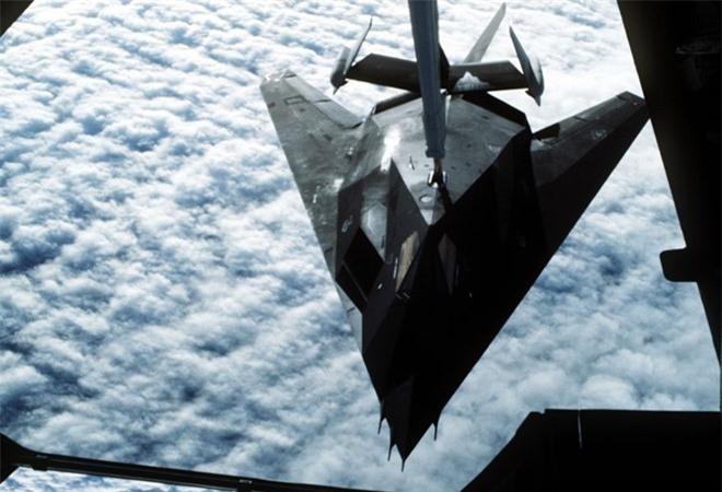 Khong ngo may bay nem bom F-117A Nighthawk cua My lai thuc chien kem the nay!-Hinh-10