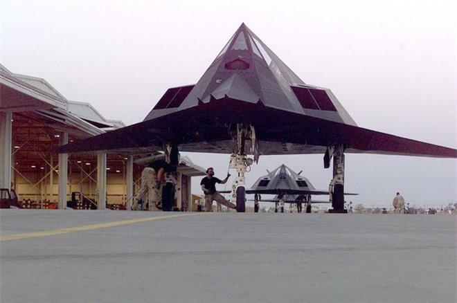 Khong ngo may bay nem bom F-117A Nighthawk cua My lai thuc chien kem the nay!-Hinh-4