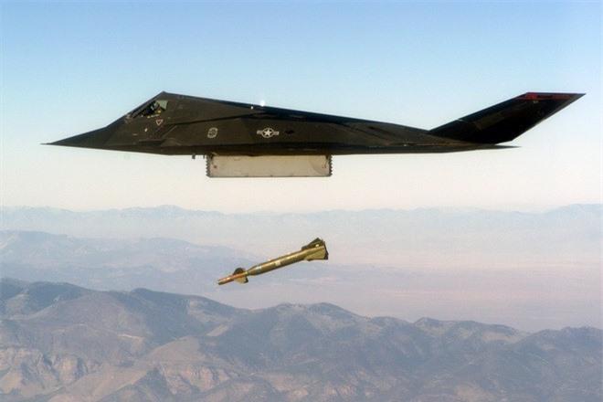 Khong ngo may bay nem bom F-117A Nighthawk cua My lai thuc chien kem the nay!-Hinh-6