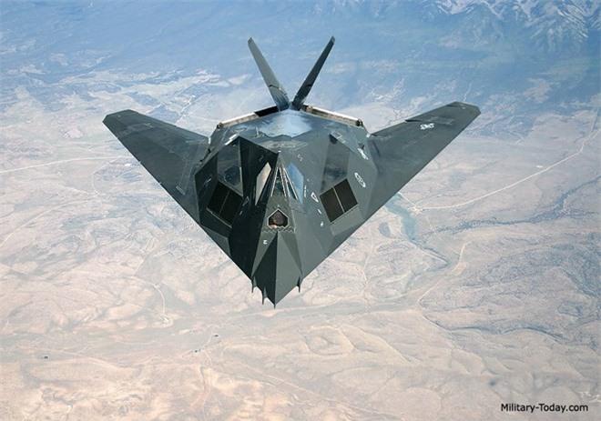 Khong ngo may bay nem bom F-117A Nighthawk cua My lai thuc chien kem the nay!-Hinh-7