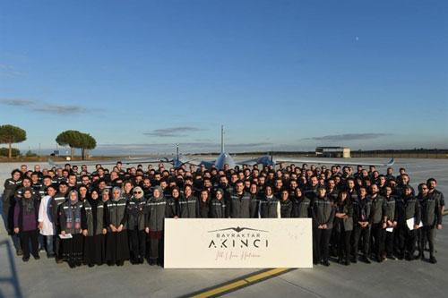 Chuyến bay thử đầu tiên của chiếc UCAV Akinci diễn ra tại một phi trường nằm tại thành phố Corlu thuộc tỉnh Tekirdag, Thổ Nhĩ Kỳ.