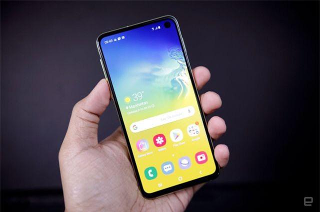 Những mẫu smartphone cận cao cấp đáng chú ý năm 2019 - Ảnh 1.