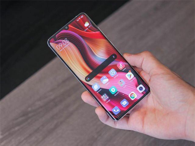 Những mẫu smartphone cận cao cấp đáng chú ý năm 2019 - Ảnh 2.