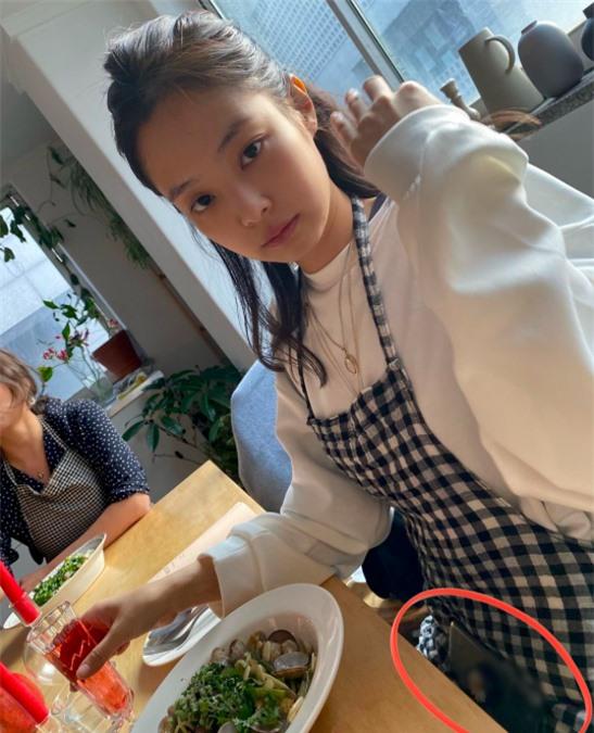 Vừa đăng hình khoe tài nấu ăn cực khéo, Jennie (BLACKPINK) lại gặp lỗi nghiêm trọng đến nỗi phải xoá vội ảnh - Ảnh 6.