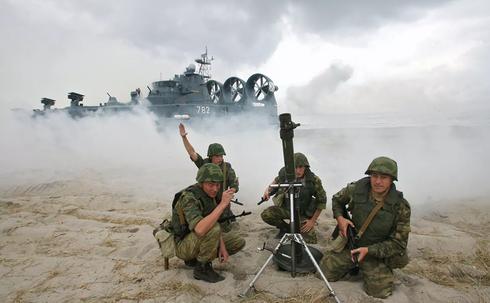 Lực lượng quân đội huấn luyện vận hành súng cối. (Ảnh minh họa)