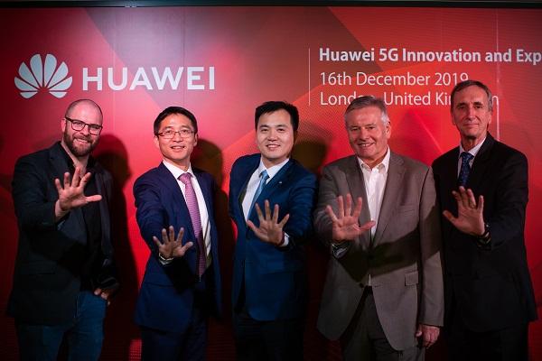 Đại diện Huawei cùng khai trương Trung tâm Trải nghiệm và Đổi mới Sáng tạo 5G Huawei.