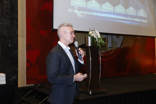 ông Michael MacDonald, Giám đốc Kỹ thuật số Huawei khu vực Đông Nam  Á.
