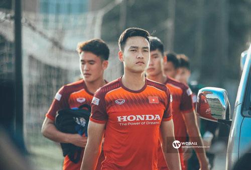 Việt Anh sở hữu chiều cao lý tưởng cùng body chuẩn và khuôn mặt điển trai đậm chất manly nên thu hút không ít những fan nữ trẻ.