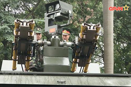 Theo những thông tin mới nhất được đăng tải, hệ thống phòng không tầm thấp được Việt Nam tự phát triển này bao gồm bốn tên lửa phòng không đặt trên một khung gầm của xe Kamaz. Nguồn ảnh: QPVN.