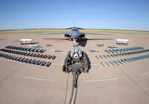 B-1B Lancer là một trong những máy bay ném bom mạnh nhất thế giới hiện nay. Cùng với B-2 và B-52, chúng tạo ra bộ ba máy bay ném bom chiến lược của Mỹ.