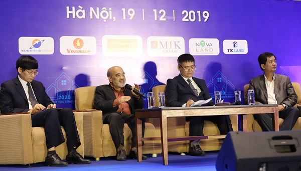 Các chuyên gia kinh tế thảo luận tại Diễn đàn bất động sản Việt Nam thường niên 2019.