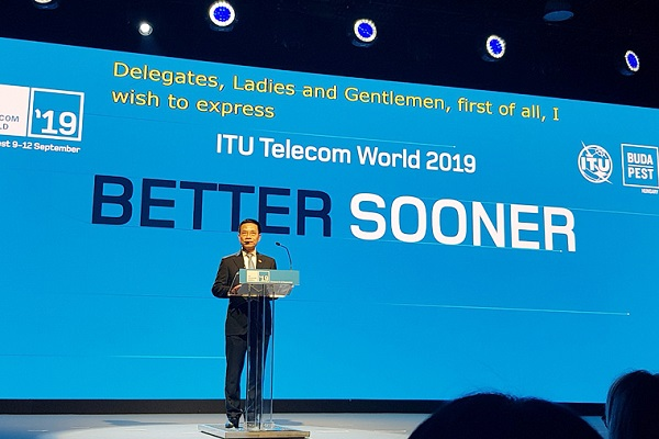 Bộ trưởng Nguyễn Mạnh Hùng phát biểu tại Lễ khai mạc Triển lãm Viễn thông Thế giới 2019 tại Hungary.