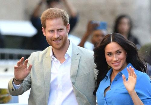 Vợ chồng Hoàng tử Harry - Meghan Markle tiếp tục có hành động gây tranh cãi.