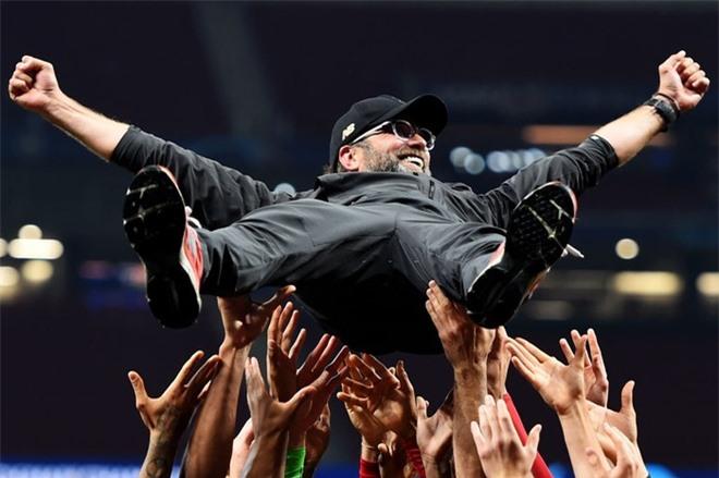 22 bức ảnh thể thao ấn tượng số 1 năm 2019: Từ cú ngã ngựa khiến VĐV gãy tay, gãy xương sườn đến bàn thắng làm nên lịch sử ở World Cup - Ảnh 9.