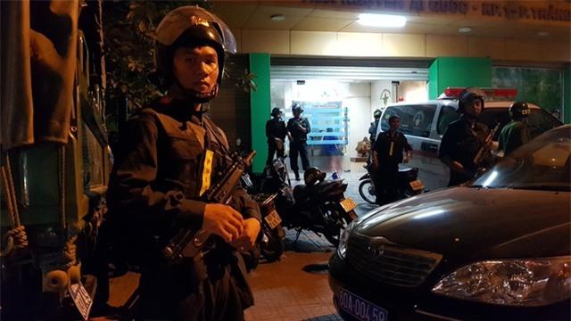 Hơn 100 cảnh sát vây bắt nhóm đối tượng khống chế giám đốc bệnh viện đòi nợ - 1