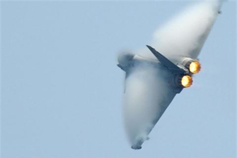 Eurofighter Typhoon suyt bi ban ha khi tiep can can cu Hmeimim