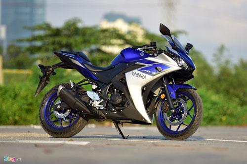 Yamaha R3.