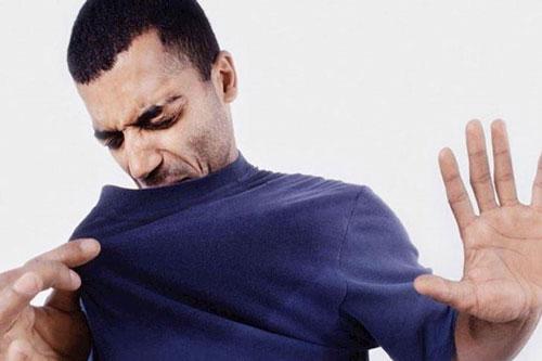Mùi cơ thể thường gây bất tiện cho phái mạnh - Ảnh: minh họa