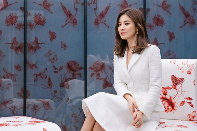 Dispatch cuối cùng đã làm rõ nguồn gốc chiếc nhẫn làm rộ lên tin đồn Song Hye Kyo và Song Joong Ki tái hợp - Ảnh 2.