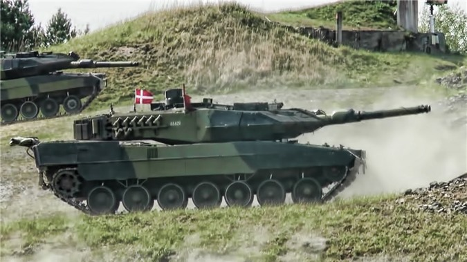NATO se khuat phuc Nga, Trung Quoc bang xe tang nong phao sieu khung 130mm?-Hinh-2