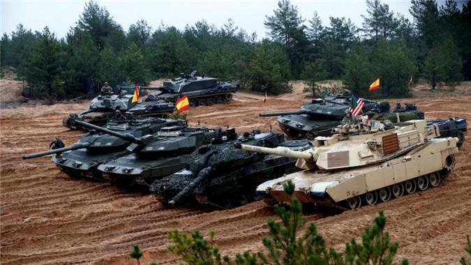 NATO se khuat phuc Nga, Trung Quoc bang xe tang nong phao sieu khung 130mm?-Hinh-3