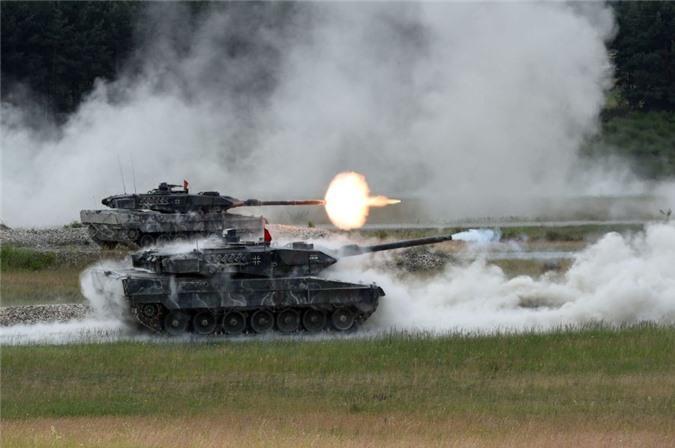 NATO se khuat phuc Nga, Trung Quoc bang xe tang nong phao sieu khung 130mm?-Hinh-6
