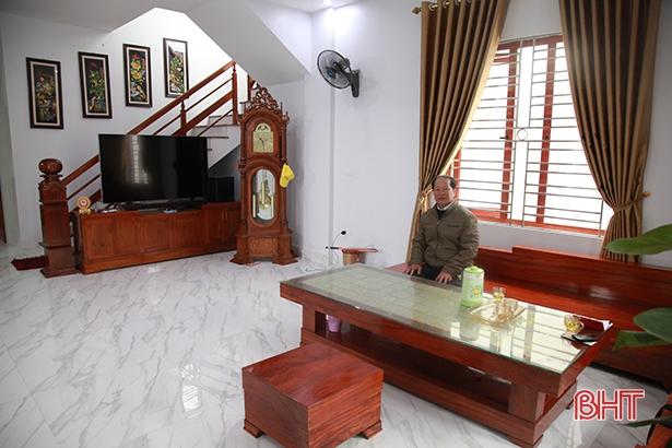 Nhờ bén duyên với con ngao, ông Nguyễn Văn Việt đã tậu được cơ ngơi khiến nhiều người phải ngưỡng mộ