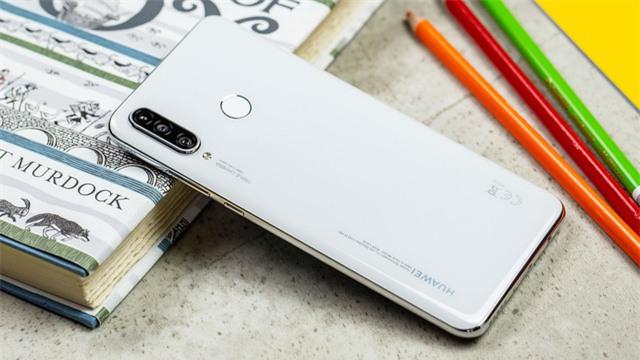 Những mẫu smartphone tầm trung dưới 7 triệu nổi bật năm 2019 - Ảnh 3.
