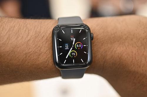 Apple Watch chỉ mất 2 năm để trở thành mẫu đồng hồ thông minh theo dõi sức khỏe bán chạy nhất thế giới.