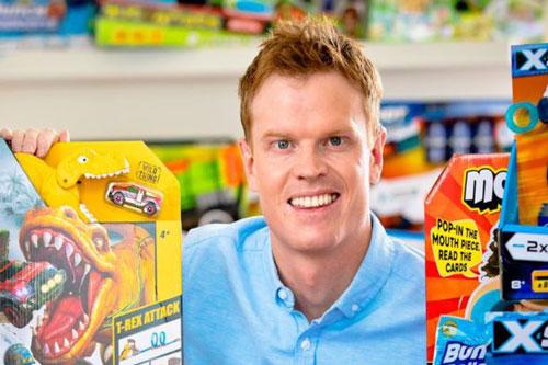 Nick bỏ ngang đại học để cùng anh trai theo đuổi đam mê kinh doanh đồ chơi trẻ em.