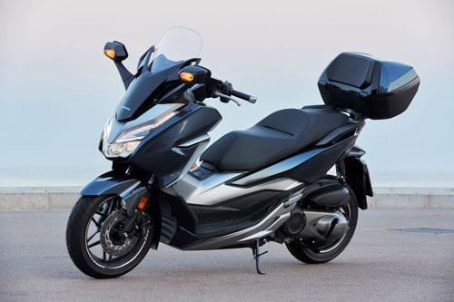 Honda Forza 300 2020 (giá: 5.099 bảng Anh).