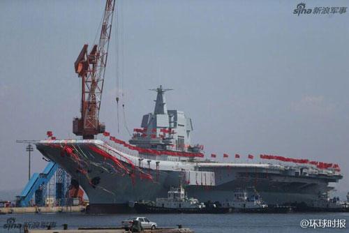 Tàu sân bay Sơn Đông của Trung Quốc hiện tại cũng là tàu chiến lớn nhất mà quốc gia này từng đóng được. Tàu có độ giãn nước trung bình 55.000 tấn, tối đa lên tới 70.000 tấn. Nguồn ảnh: Sina.