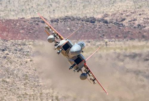 Đơn giá hiện nay của những chiếc tiêm kích F-15EX mới phát triển lên tới 98 triệu USD/chiếc, cao hơn hẳn F-35 với mức 89 triệu USD/chiếc. Ngay cả khi số lượng sản xuất loạt đủ lớn thì giá thành của chúng vẫn cao hơn F-35.