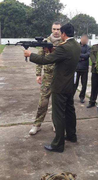 Mới đây trên trang chủ của tập đoàn quốc phòng TR Equidpement có đăng tải hình ảnh của một khẩu súng trường tấn công AKM phiên bản mới được chế tạo theo kiểu hiện đại. Đây có vẻ như là một buổi