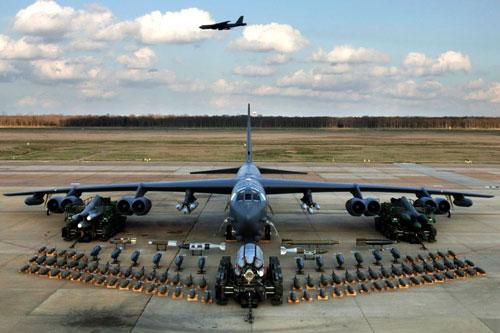 Máy bay ném bom B-52 được mệnh danh là Pháo đài bay từng được coi là thứ vũ khí có thể đưa Việt Nam về