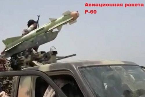 Tên lửa không đối không tầm ngắn R-60 được đưa lên xa bán tải để trở thành loại đất đối không. Ảnh: Al Masdar News.