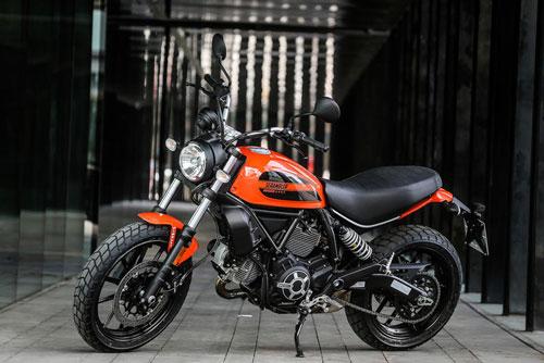 8. Ducati Scrambler Sixty2 Atomic Tangerine.