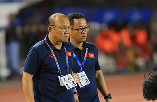 Trợ lý ngôn ngữ Lê Huy Khoa không đồng hành cùng thầy Park ở VCK U23 châu Á 2020 - Ảnh: Đức Cường