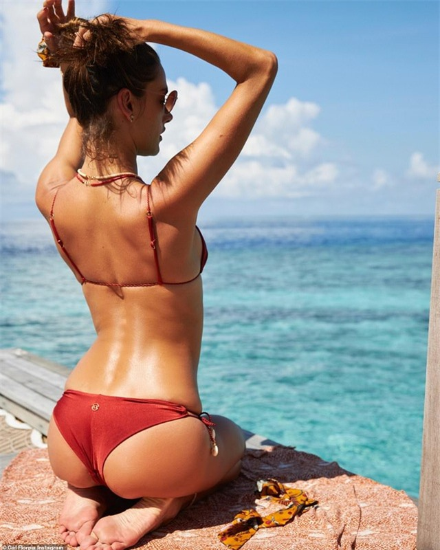 Alessandra Ambrosio vẫn gợi cảm ở tuổi 38 - 4