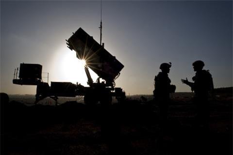 """Nga khong tin NATO """"manh vo song"""""""