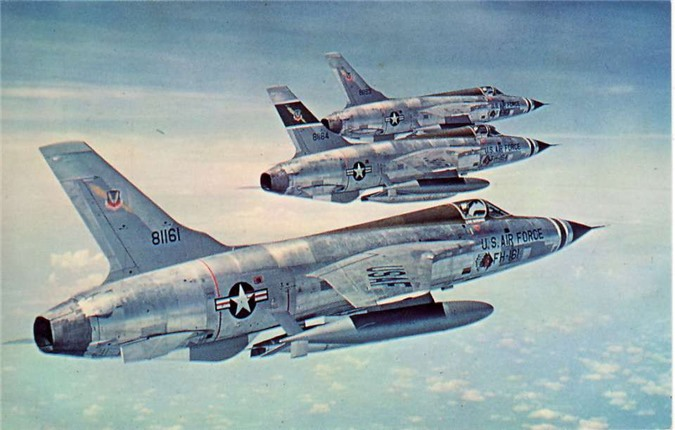 So-phan-Than-Sam-F-105-Thunderchief-cua-My-tren-bau-troi-Viet-Nam_8.jpg