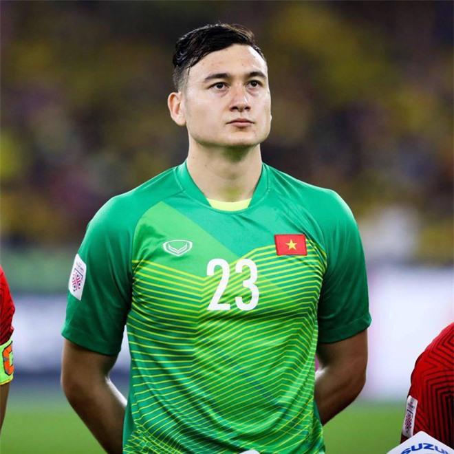 Trấn Thành, vợ chồng Đông Nhi cùng loạt sao Vbiz siêu hot trên MXH, bất ngờ với loạt cầu thủ được gọi tên - Ảnh 2.