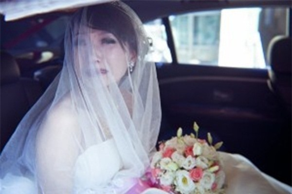 Chỉ vì một cái ngoái đầu, cô dâu bị mẹ chồng mỉa mai là mồ côi không có người dạy dỗ. (Ảnh minh họa)