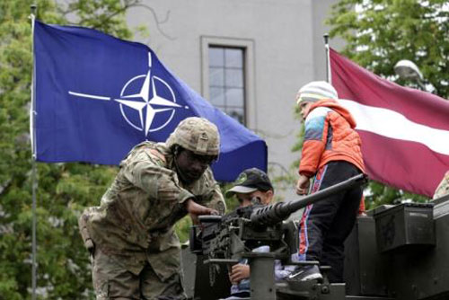 NATO tự tin vào sức mạnh vô song của mình?