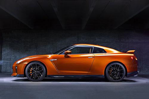 2. Nissan GT-R 2019 (thời gian tăng tốc từ 0-96 km/h: 2,9 giây).