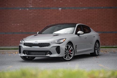=8. Kia Stinger GT AWD 2019 (thời gian tăng tốc từ 0-96 km/h: 4,7 giây).